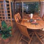 ensemble en bois exotique avec mobilier terrasse en ipé et pergola