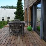 terrasse en bois exotique et mobilier en bois et maison bois