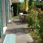 saut-de-loup en verre armé et terrasse en bois exotique ipé