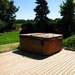 pose jacuzzi sur terrasse en bois exotique ipé