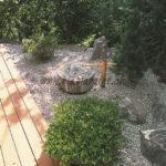 terrasse en lames ipé devant jardin japonais