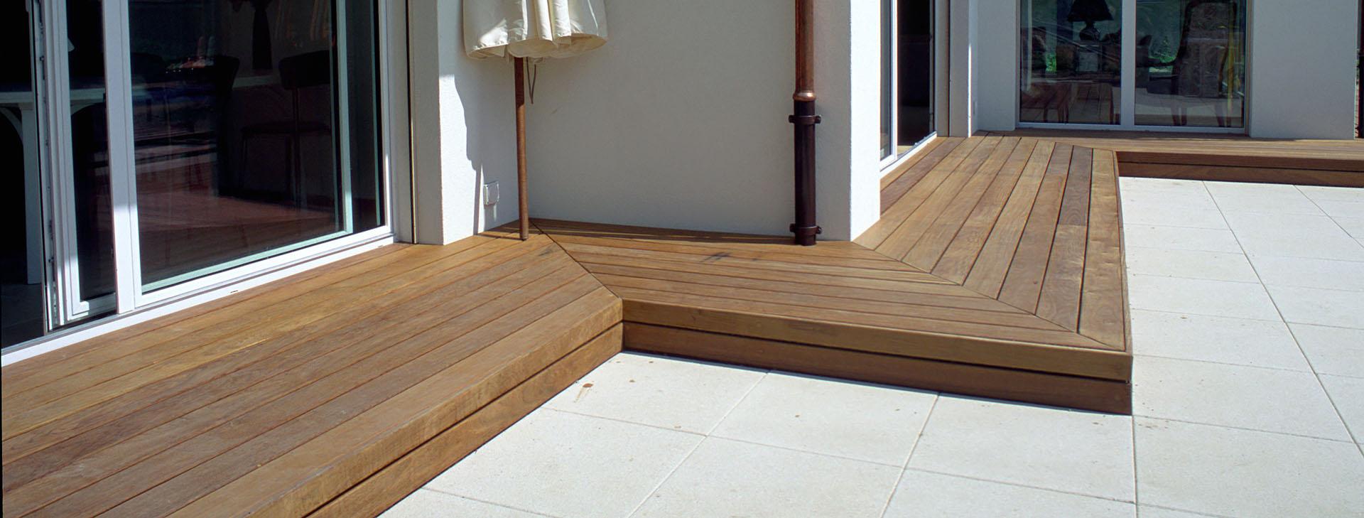 terrasse en bois exotique ipé visserie invisible avec clips en acier inoxydable passage